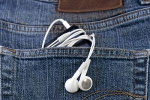 Kopfhörer in Jeanstasche